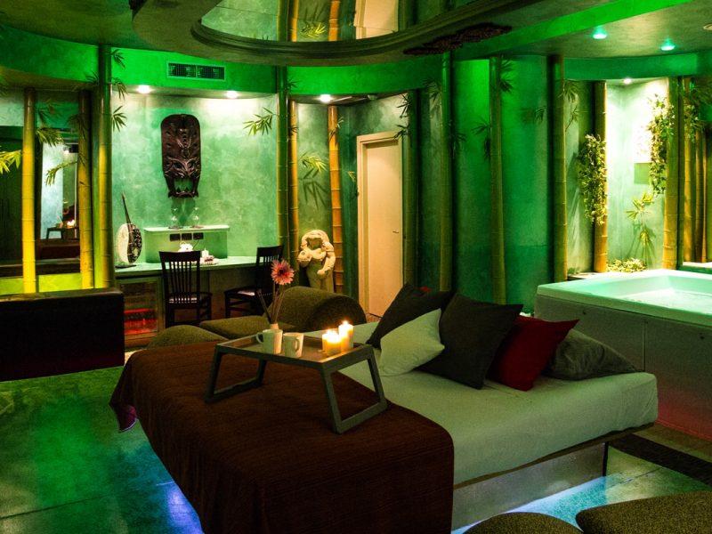 Camera Con Vasca Idromassaggio Per Due : Silk motel a ore con suite e camere a tema milano lodi