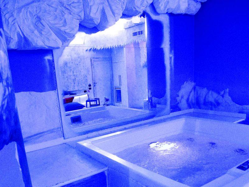 Camera Alaska Silk Motel